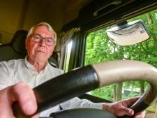 Jan Baan (75) haalt dankzij Puttense rijschool zijn vrachtwagenrijbewijs en kan nu onbezorgd op vakantie