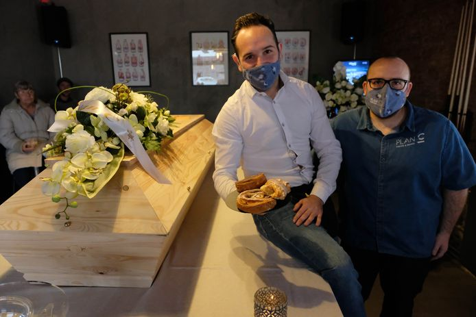 Frodo Van de Ven en Sören Roelants van Plan C organiseerden zelfs een symbolische koffietafel voor de horeca- en evenementensector.