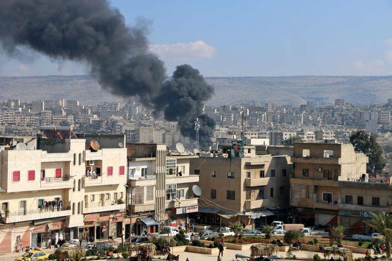 De noordelijke Syrische stad Afrin, in Koerdische handen, brandt. Het is sinds twee wekne het decor van Operatie Olijftak van het Turkse leger en geallieerde Syrische rebellengroepen. Beeld AFP