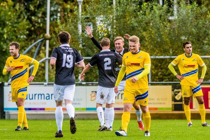 Is Quick'20 ook komend seizoen veel te sterk voor stadsgenoot De Esch? In oktober 2020, tijdens de laatste speelronde in het amateurvoetbal, werd het nog 7-1.