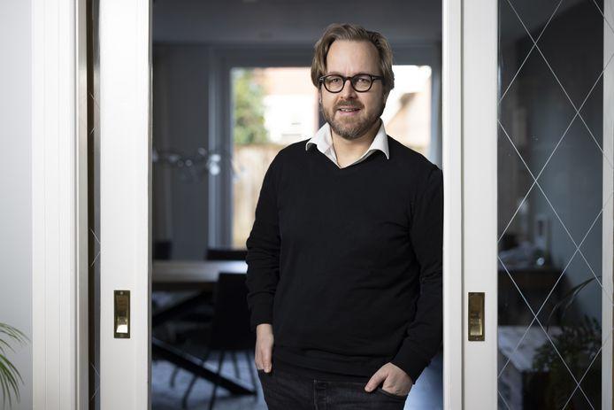 Richard van den Bovenkamp uit Almelo is lokaal kandidaat voor partij Democraten.nu maar gaat landelijk voor nieuwe partij Code Oranje voor zetel in Tweede Kamer.