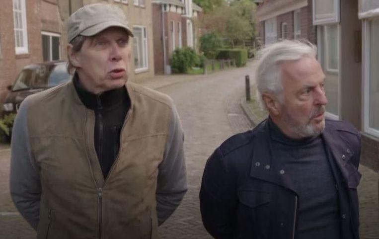 Wim Daniëls en Huub Stapel besjonkelen in Warga, Friesland. Beeld Omroep Max
