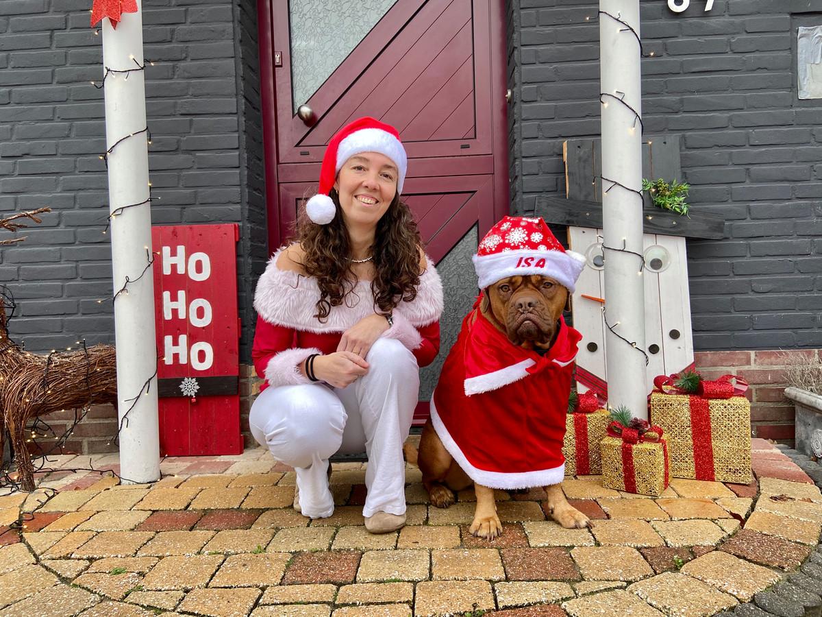 Kersthond Isa brengt samen met kerstvrouw Cindy een magische sfeer in grensdorp Putte