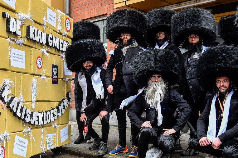 De groep Kalisjekloesjers bij hun 'Klaugmier' op Aalst Carnaval in februari dit jaar. Beeld Geert De Rycke
