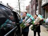 Bloemen voor de Tilburgse zorg en ouderen: 200 bossen, drie bloemisten en één ramvolle bus