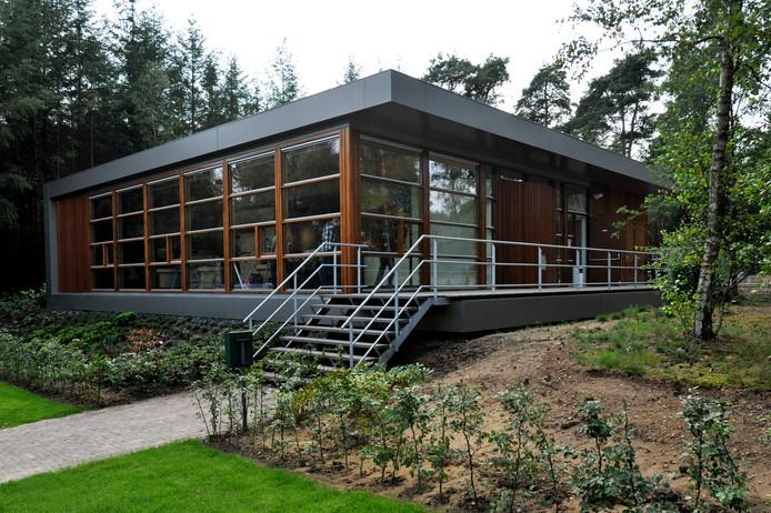 In 2011 opende het Informatiecentrum Canadese Begraafplaats in Holten. Het trekt gemiddeld 28.000 bezoekers per jaar. En dient als voorbeeld voor Bergen op Zoom.