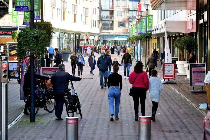 Op zaterdagmiddag is het vrij druk in het centrum van Etten-Leur.