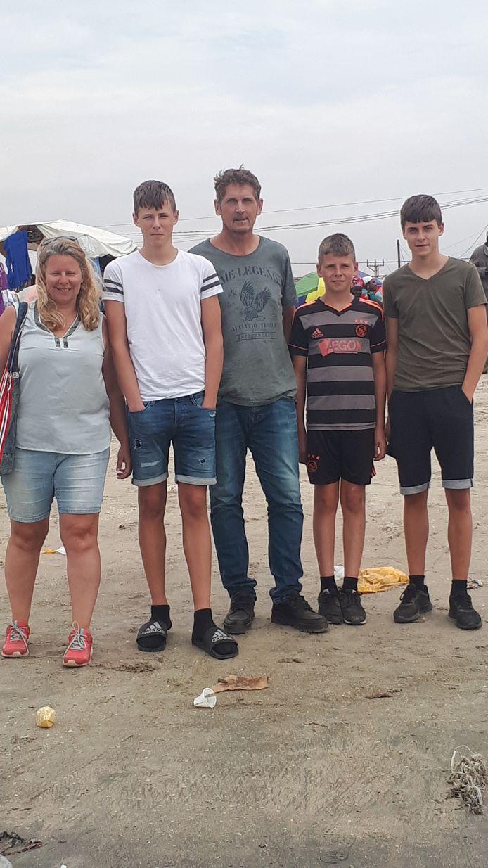 Het gezin Keuter dat deel uitmaakt van een groep Urkers die al weken wordt gevolgd voor de realityserie URK! SBS6 zendt de serie vanaf 19 maart zeven weken lang op iedere dinsdag uit (20.30 uur).