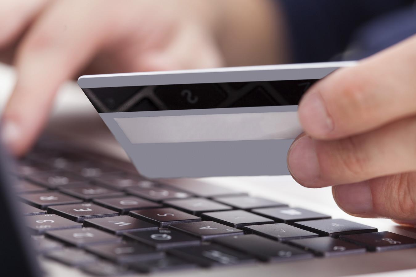 Internetcriminelen lichten vooral oudere Zeeuwen voor duizenden euro op.