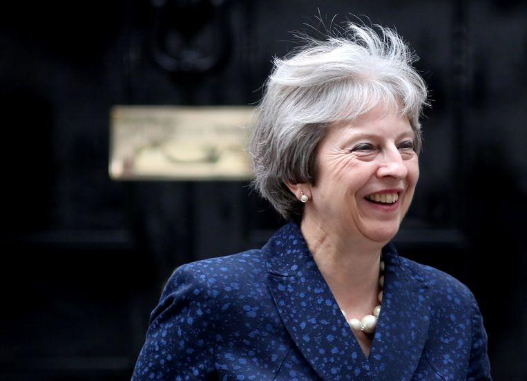 Theresa May verlaat 10 Downing Street op 9 juli, de dag dat David Davis en Boris Johnson opstapten. Beeld REUTERS
