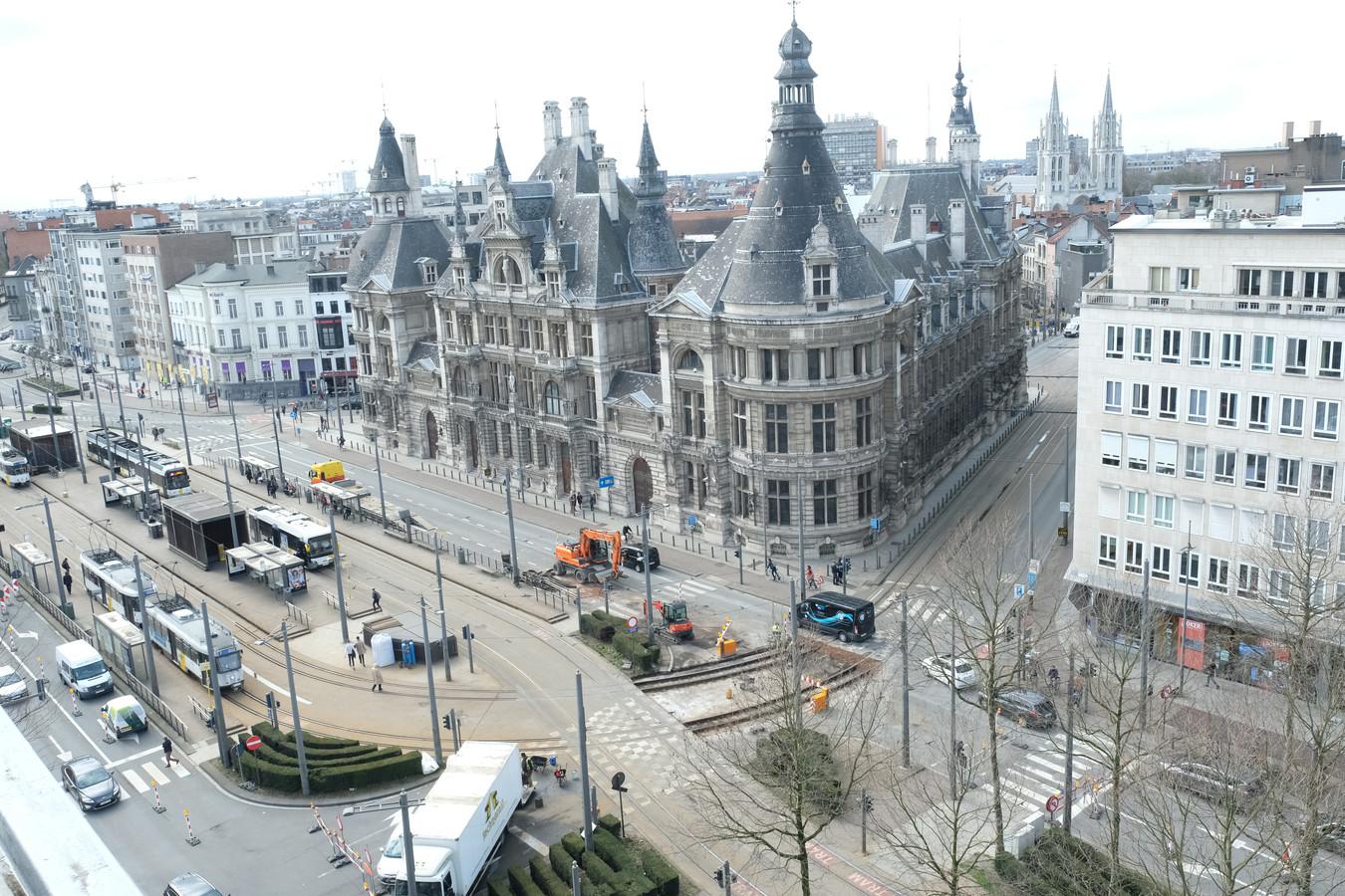 De iconische Nationale Bank wordt volop gerenoveerd. De eerste huurder is nu een feit: in het najaar trekt interieurzaak Donum in op het gelijkvloers.