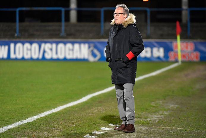 Dendercoach Regi Van Acker wil er met Karim Tarfi nog een extra middenvelder bij.