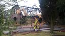 De brandweer blust na aan de Hooiland in Klarenbeek, zondag.