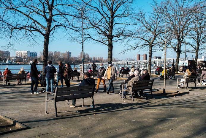 Op zondag bleef het rustiger op het Steenplein dan zaterdag, wanneer het ontruimd moest worden.