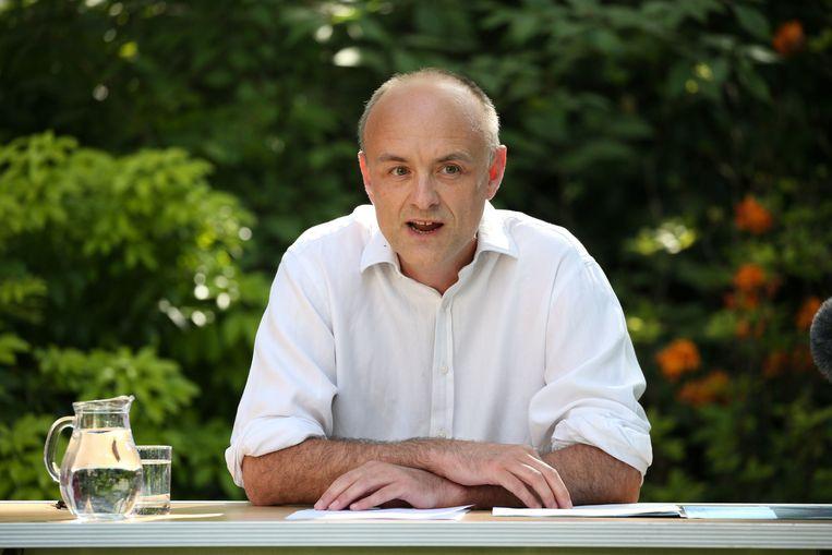 Dominic Cummings tijdens zijn persconferentie in de tuin van 10 Downing Street, een unicum voor een adviseur van de premier. Beeld Photo News
