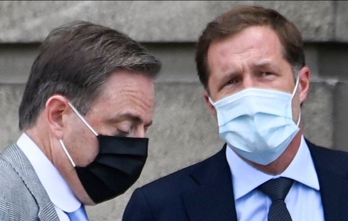 Bart De Wever (N-VA) et Paul Magnette (PS).