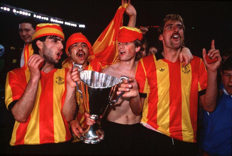 Erwin Koeman (derde van links) na de Europa Cup II-winst met KV Mechelen in 1988.