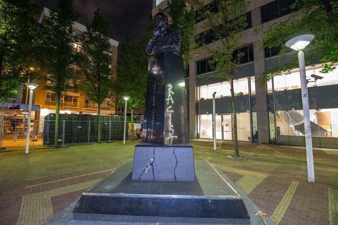 Het standbeeld van Fortuyn werd gisteren beklad.