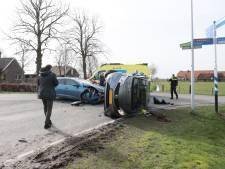 Twee auto's op elkaar geklapt in Dalmsholte, één gewonde naar het ziekenhuis