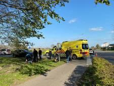 Automobilist ziet scooterrijdster over het hoofd in Putten, vrouw naar ziekenhuis