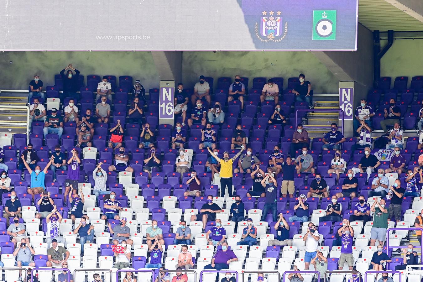 Zien we dit seizoen nog supporters op de tribunes van het Lotto Park?