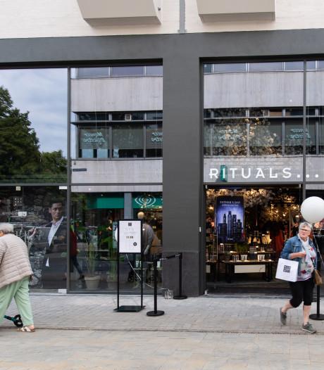 Modezaak Unconventional Wardrobe (UNC.) naar Houtmarkt, die nu bijna vol is
