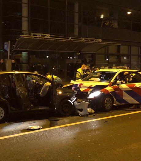 Frontale botsing auto en politiewagen op Stadhouderskade
