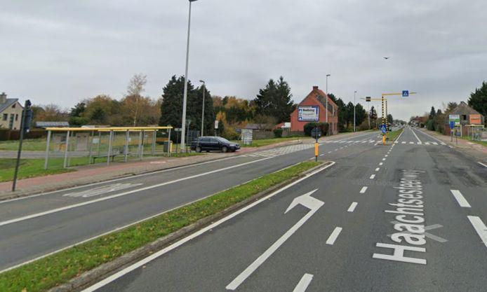 De parkings komen langs de Haachtsesteenweg op de kruising met de Kerkstraat en de Tiendeschuurstraat.