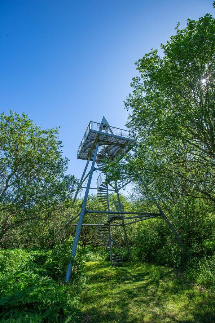 De uitkijktoren op de Slikken van de Heen.