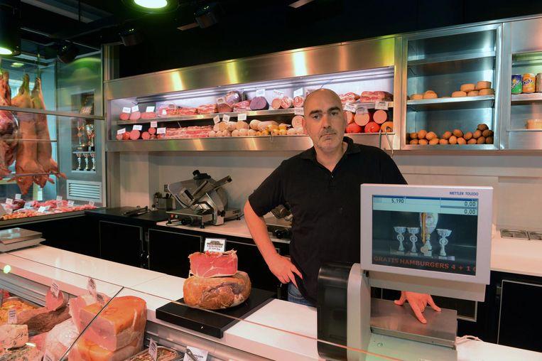 Erwin Mertens in zijn slagerij De Kapblok.