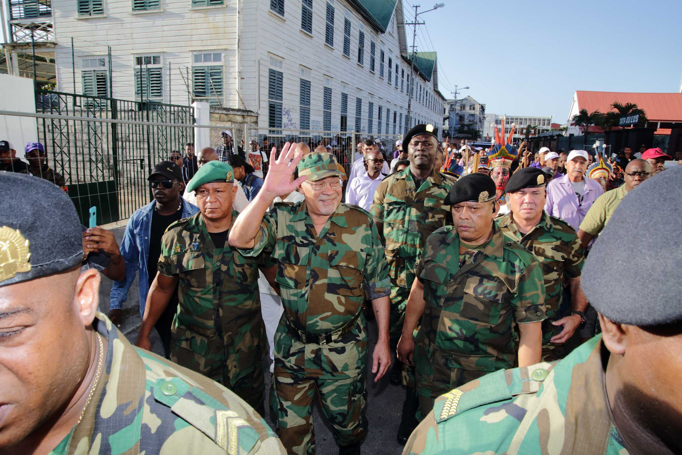 Desi Bouterse verscheen in januari dit jaar in militair uniform voor de Krijgsraad. Hij onderstreepte daarmee zijn positie als opperbevelhebber van het leger.