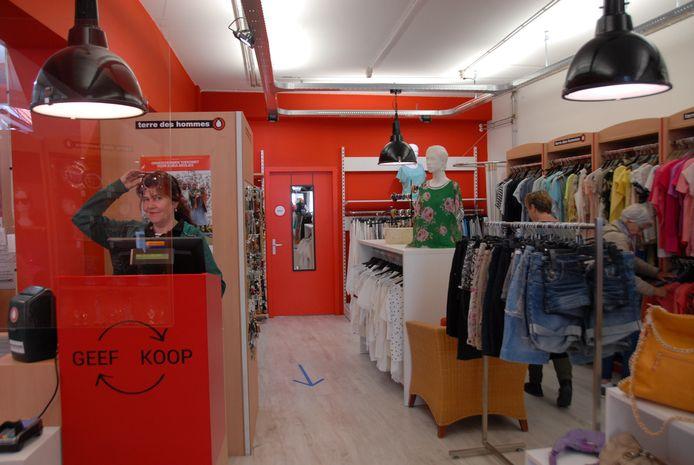 De winkel van Terre des Hommes is weer open na tweeënhalve maand gesloten te zijn geweest.
