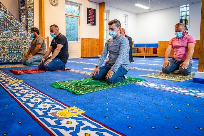 Ochtendgebed in de moskee van Alblasserdam.