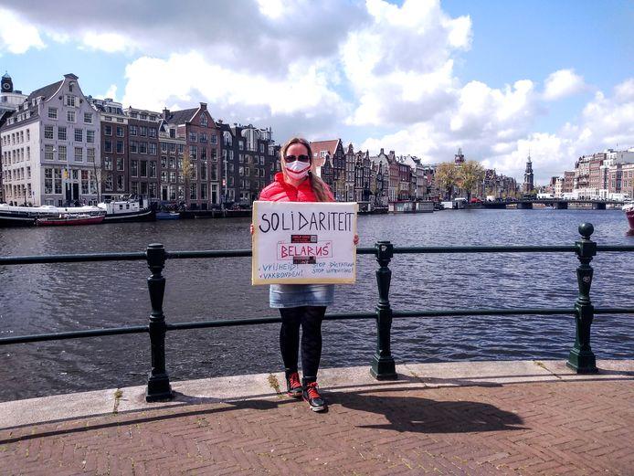 Tatsiana van den Brink, voorzitter Stichting Open Belarus!, tijdens een demonstratie tegen dictator Loekasjenko.