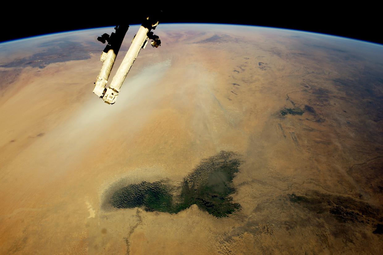 Satellietbeeld van de immer uitdijende Sahara. Beeld AFP