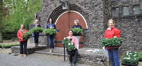 Actie met geraniums van Lionsclub Renkum Airborne levert 4630 euro op voor diverse goede doelen