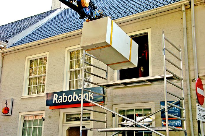in 2011 werd bij de Rabobank aan de Vrijthof in Hilvarenbeek een kluis naar binnen getakeld.
