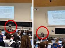 Scène cocasse dans un auditoire de Saint-Louis: un étudiant quitte un cours après avoir fait deux saltos