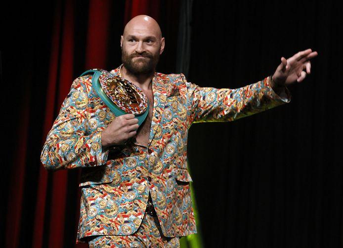 Tyson Fury arriveert bij de persconferentie.