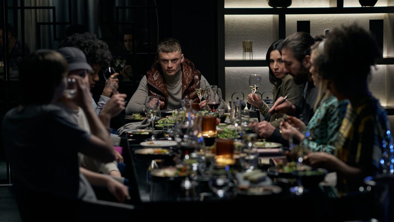 Jonas Smulders zet als Richie een overtuigende patser neer die als familieman ook een klein hartje heeft. Beeld Netflix