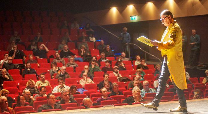 De geheime opdracht van de Ujese Kwis van 2017 werd in theater Markant gehouden.