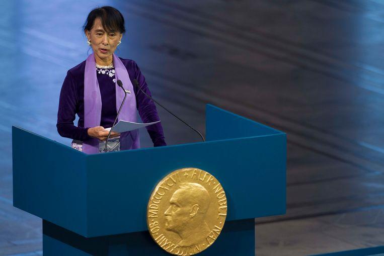 Aung Sang Suu Kyi in 2012, toen ze haar in 1991 onder huisarrest toegekende Nobelprijs voor de vrede accepteerde.  Beeld AP