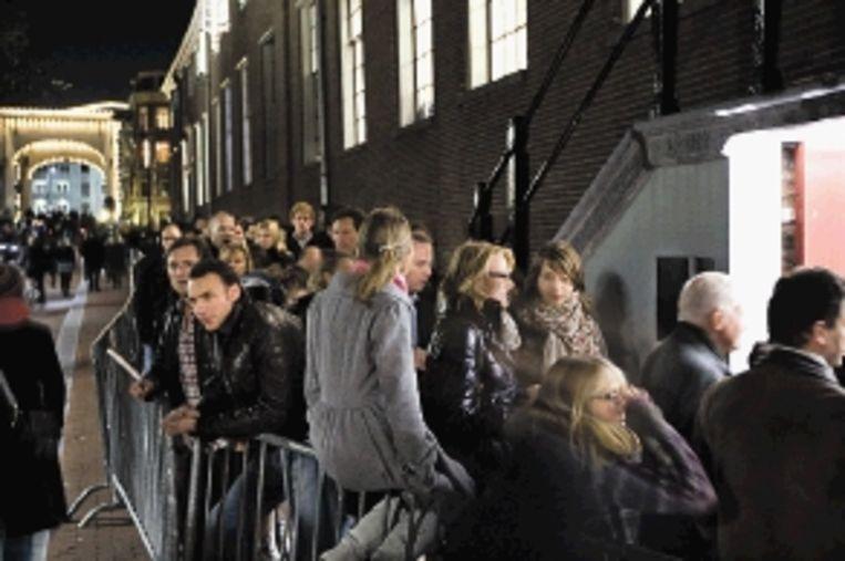 Rijen wachtenden voor de dit jaar geopende Hermitage aan de Amstel in Amsterdam tijdens de Museumnacht. (FOTO MARCEL ANTONISSE, ANP) Beeld ANP
