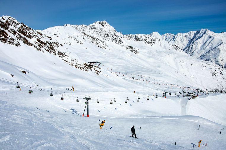 De botsing gebeurde in het skigebied op de Giggijoch (2284 meter) in Sölden.