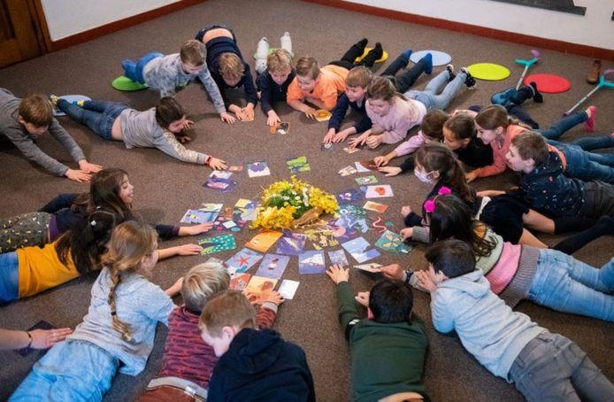 Kinderen en leerkrachten gaan in de nestklas verbinding leren maken met elkaar.