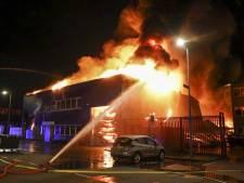 Tientallen foodtrucks in vlammen op bij brand in West