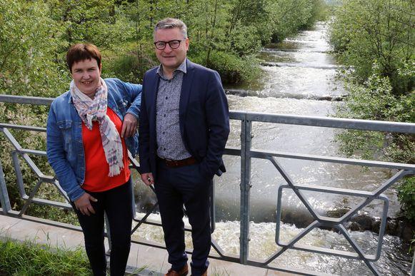 Grobbendonks gemeenteraadslid Els Beullens en Minister Koen Van den Heuvel in de vallei van de Kleine Nete en de Aa.