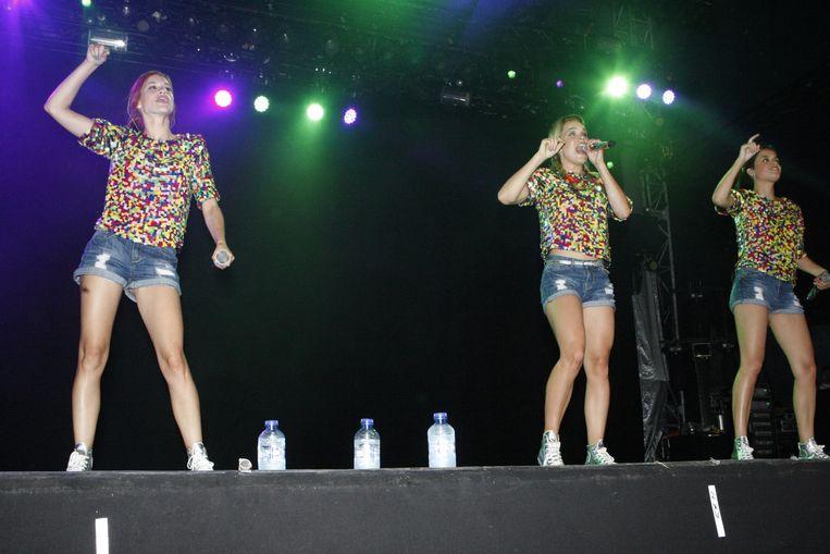 De meisjes van K3 geven het beste van zichzelf op het podium.