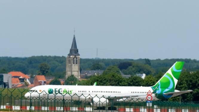 """Drie toestellen van failliete EC Air staan al bijna 5 jaar op Brussels Airport te verkommeren: """"Er leven zelfs vogels in"""""""