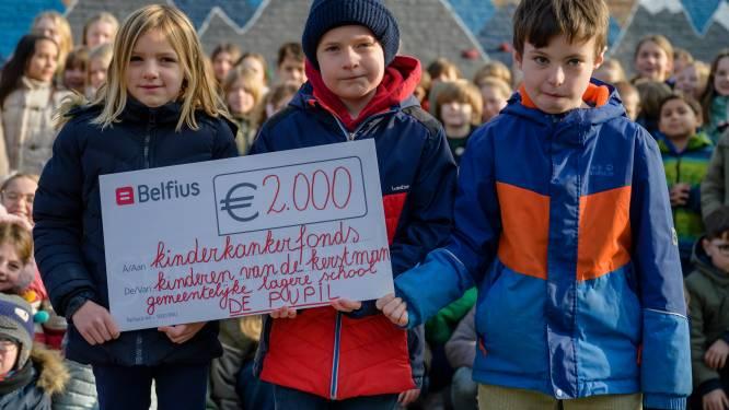 """""""Mijn vrienden en zwemmen, dat heb ik meest gemist"""": Oskar blij met steun van schoolmaatjes in strijd tegen kanker"""
